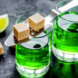 Absinth trinken: Absinth in Gläsern