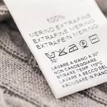 Wolle waschen: Wollstück mit Label