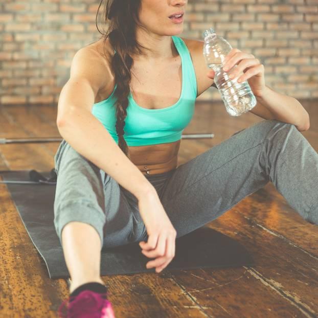 Jede vierte Frau traut sich nicht zum Sport: Frau nach dem Workout