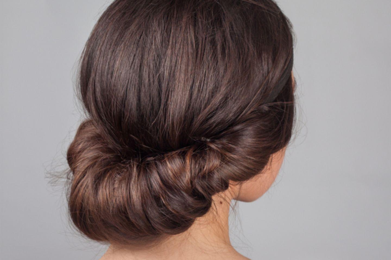 Frisuren mit Haarband: Anleitung im Video