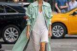 New York Fashion Week 2019: Frau mit Mantel auf der Strasse