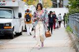 New York Fashion Week 2019: Frau mit Kimono auf der Strasse