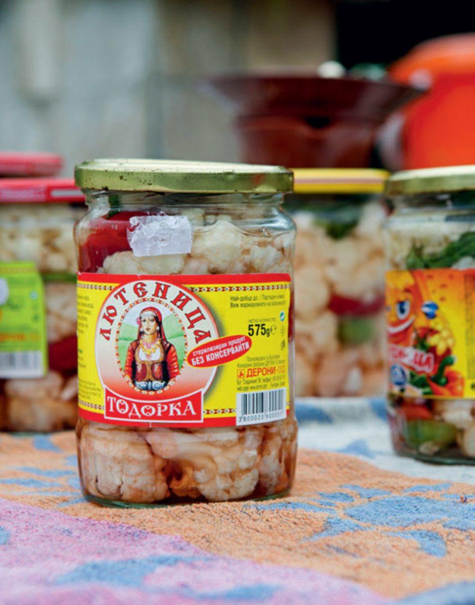 Bulgarien Urlaub: Die besten Tipps: Blumenkohl und Paprika im Glas