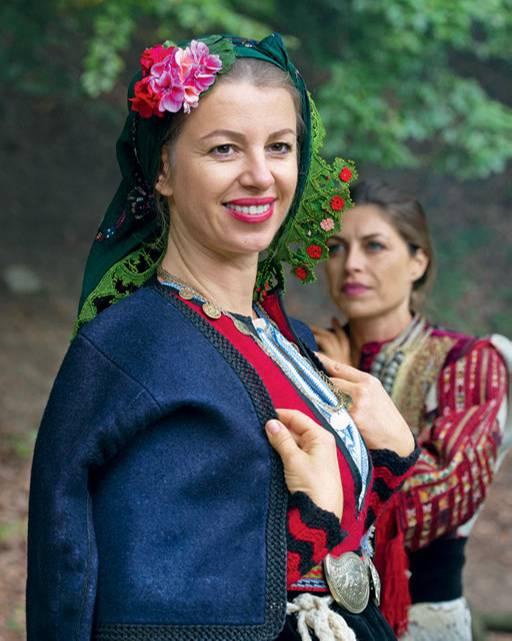 Bulgarien Urlaub: Die besten Tipps: Verkleidete Frau