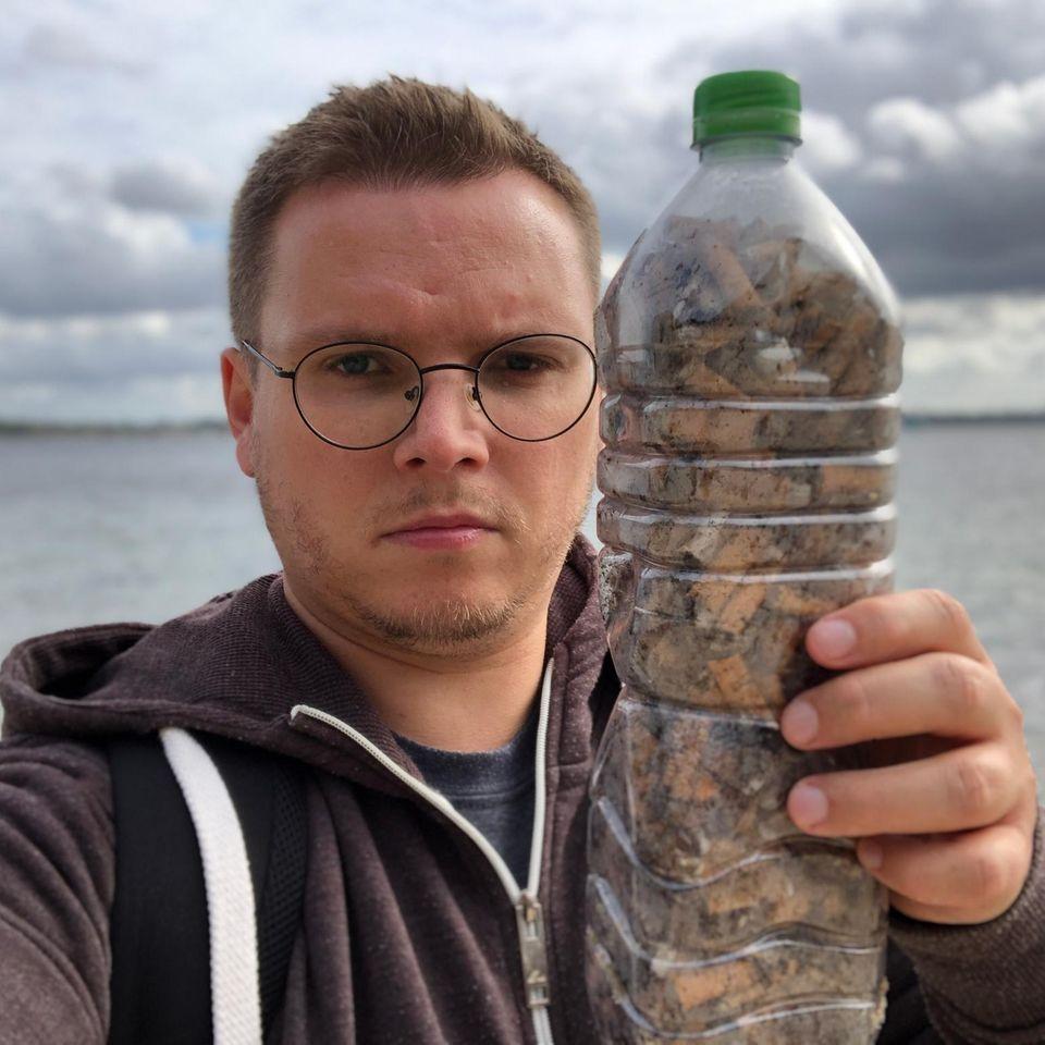 Fill the Bottle: Wie viele Kippen passen in eine Wasserflasche?