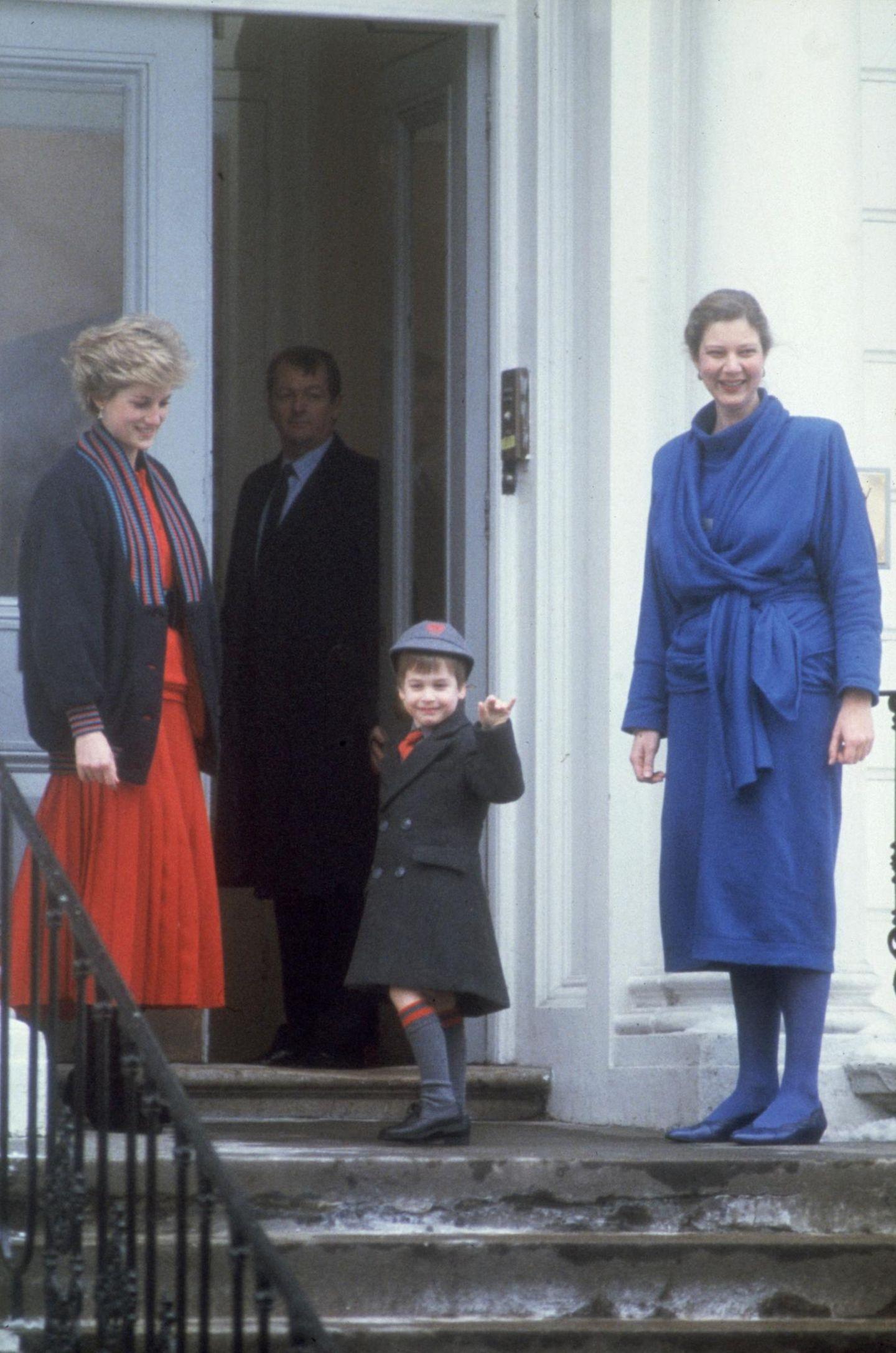 Royals Erster Schultag: Prinz William auf der Treppe vor seiner Schule