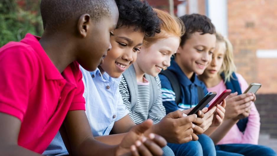 Wann sind Kinder bereit für ihr erstes Smartphone?