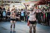 The All Sizes Catwalk: Zwei Männer in Unterwäsche