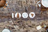 Umweltbewusst leben:Kokosnuss Stücke auf Abschmnkpads