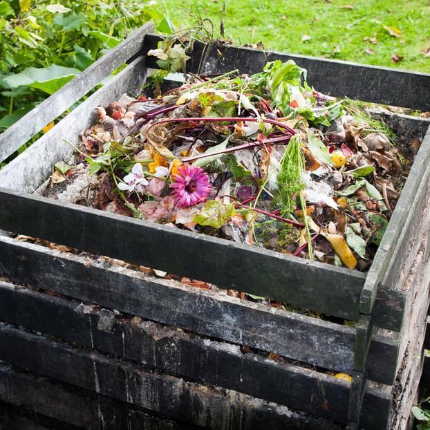 Kompost anlegen: Komposthaufen aus Holzlatten