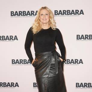 Barbara Schöneberger über Mülltrennung: Barbara Schöneberger in schwarzem Outfit