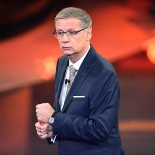 """Günther Jauch bekommt bei """"Wer wird Millionär?"""" eine Pole-Dance-Einlage"""