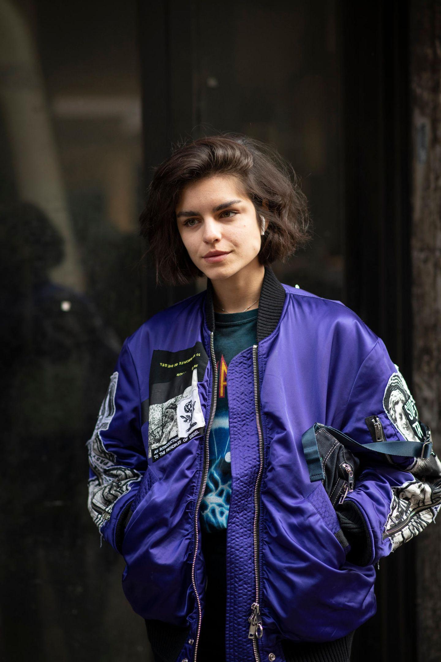 Herbst-Frisuren: Frau mit Blousonjacke