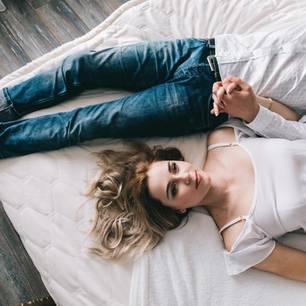Keine Lust auf Sex: Ein Pärchen liegt auf dem Bett