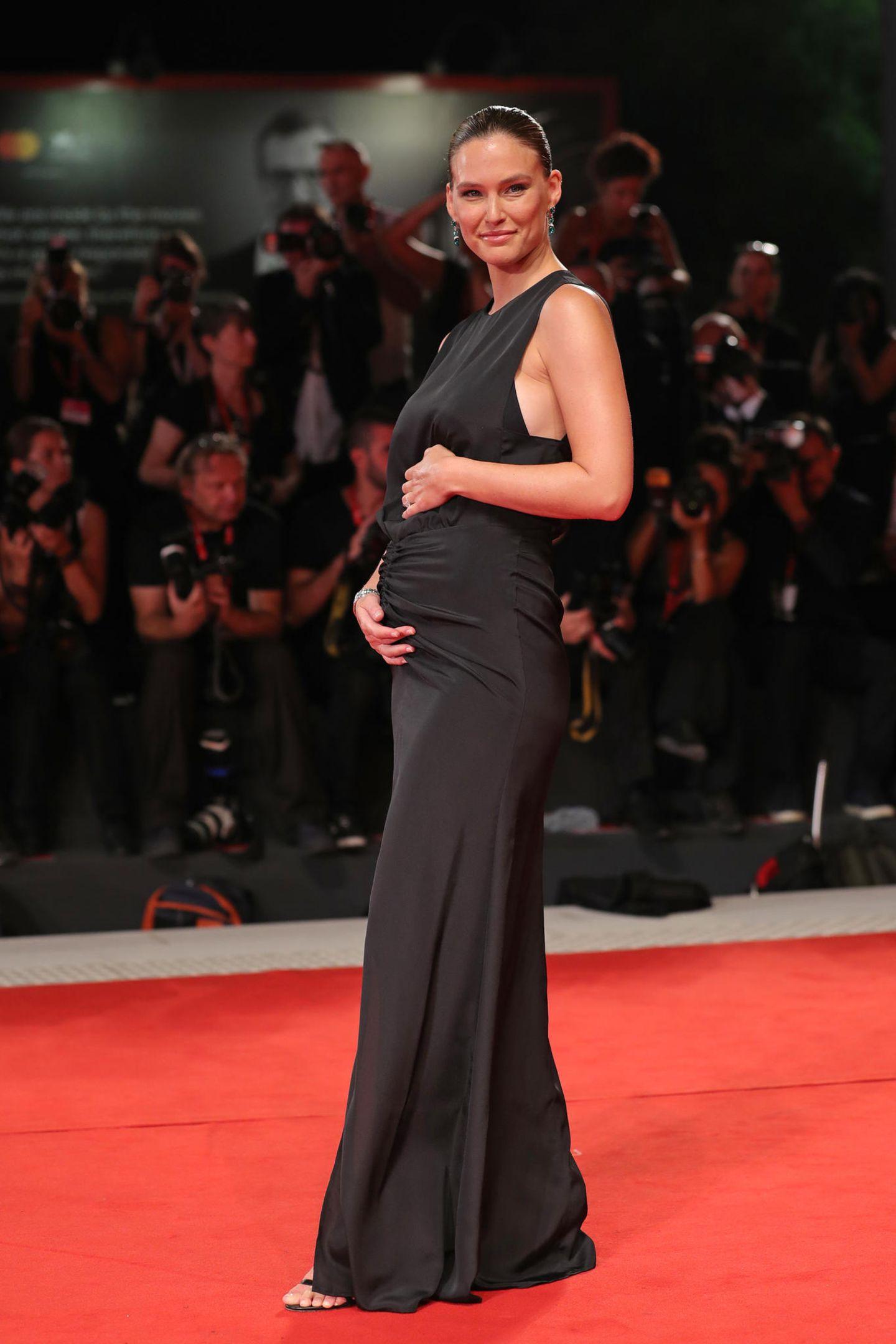 Schwangere Stars: Bar Refaeli schwanger auf dem roten Teppich