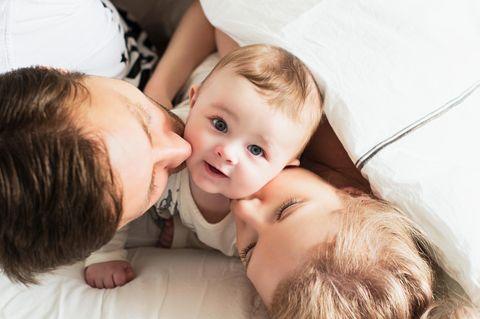 Eltern verraten niemandem, ob ihr Baby ein Mädchen oder ein Junge ist – seit 17 Monaten!