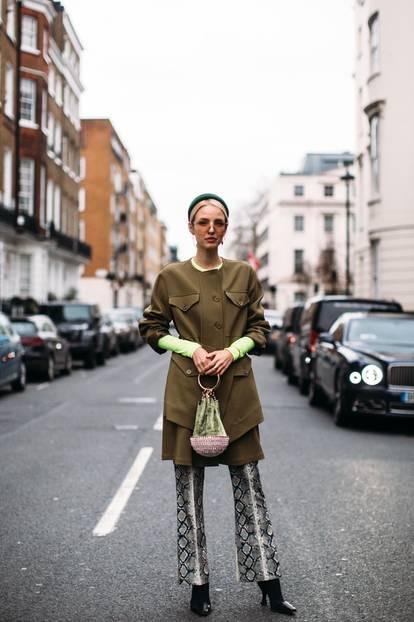 Streetstyle Look mit verschiedenen Grüntönen