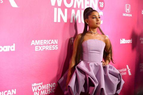 Ariana Grande lässt ihre Hunde mit dem Privatjet einfliegen