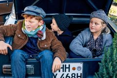 Ausflug nach Bullerbü: Drei Kinder in Strickmode