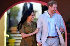 Kein Ring aus dem Kaugummi-Automaten! Oliver Pocher & Amira Aly sind verlobt 💍