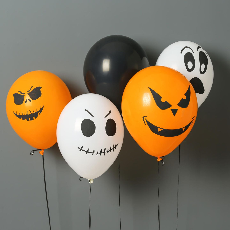 Halloween Deko basteln: Luftballons mit Gesichtern