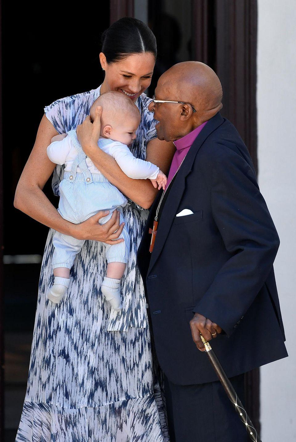 Herzogin Meghan und Baby Archie mit dem Erzbischof Desmond Tutu