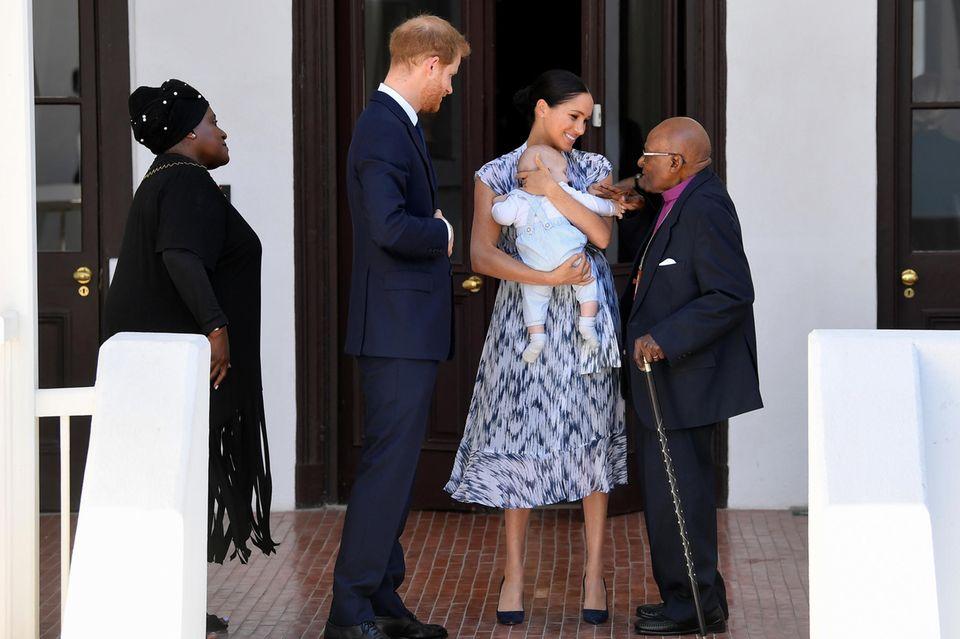 Herzogin Meghan und Prinz Harry zeigen Baby Archie in Afrika