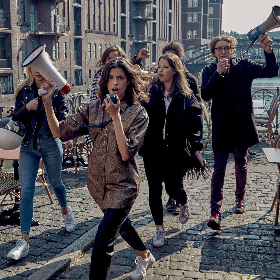Marie Nasemann engagiert sich für nachhaltige Mode: Marie Nasemann in Lederoptik