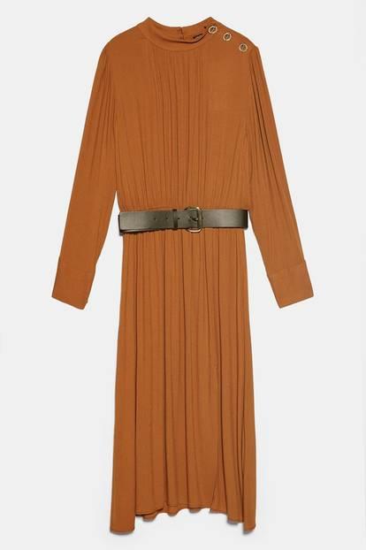 Kleid v on Zara mit Taillengürtel