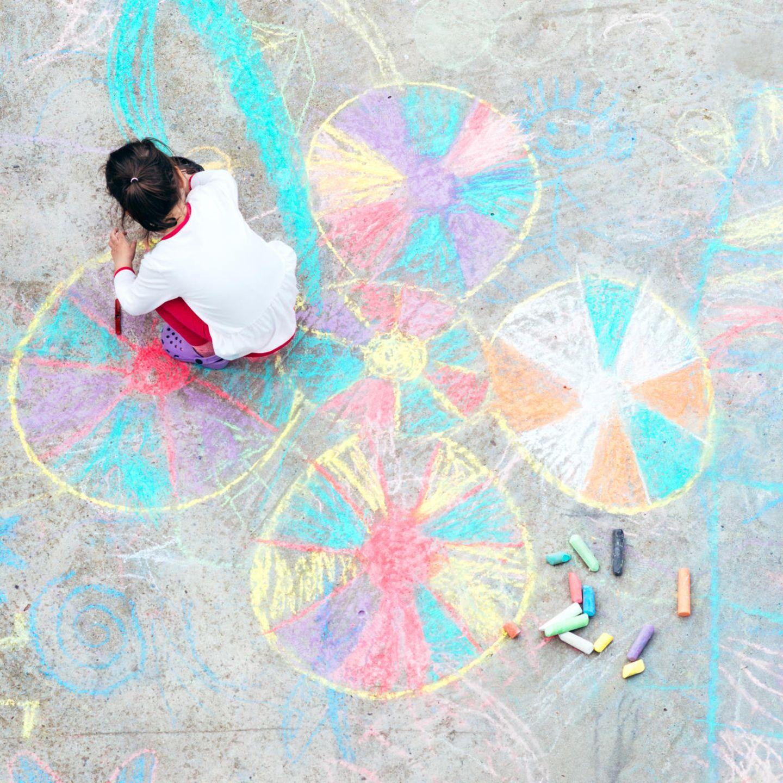 Malen mit Kindern: Kreidemalerei