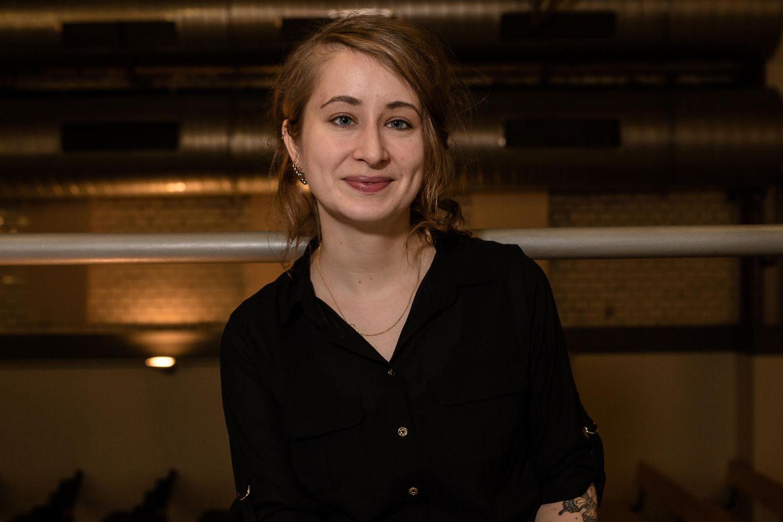 Margarete Stokowski: Frauen sorgen für Nachhaltigkeit: Margarete Stokowski lächelt