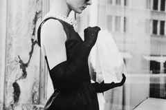 Promikleider: Audrey Hepburn im schwarzen Kleid