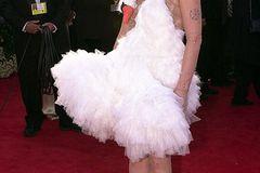 Promikleider: Björk im Schwanenkleid auf dem roten Teppich