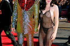 Promikleider: Rose McGowan im Netzkleid mit Marilyn Manson