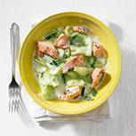 Gurkensalat mit gedämpftem Lachs