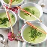 Gurken-Kefir-Suppe mit grünem Spargel
