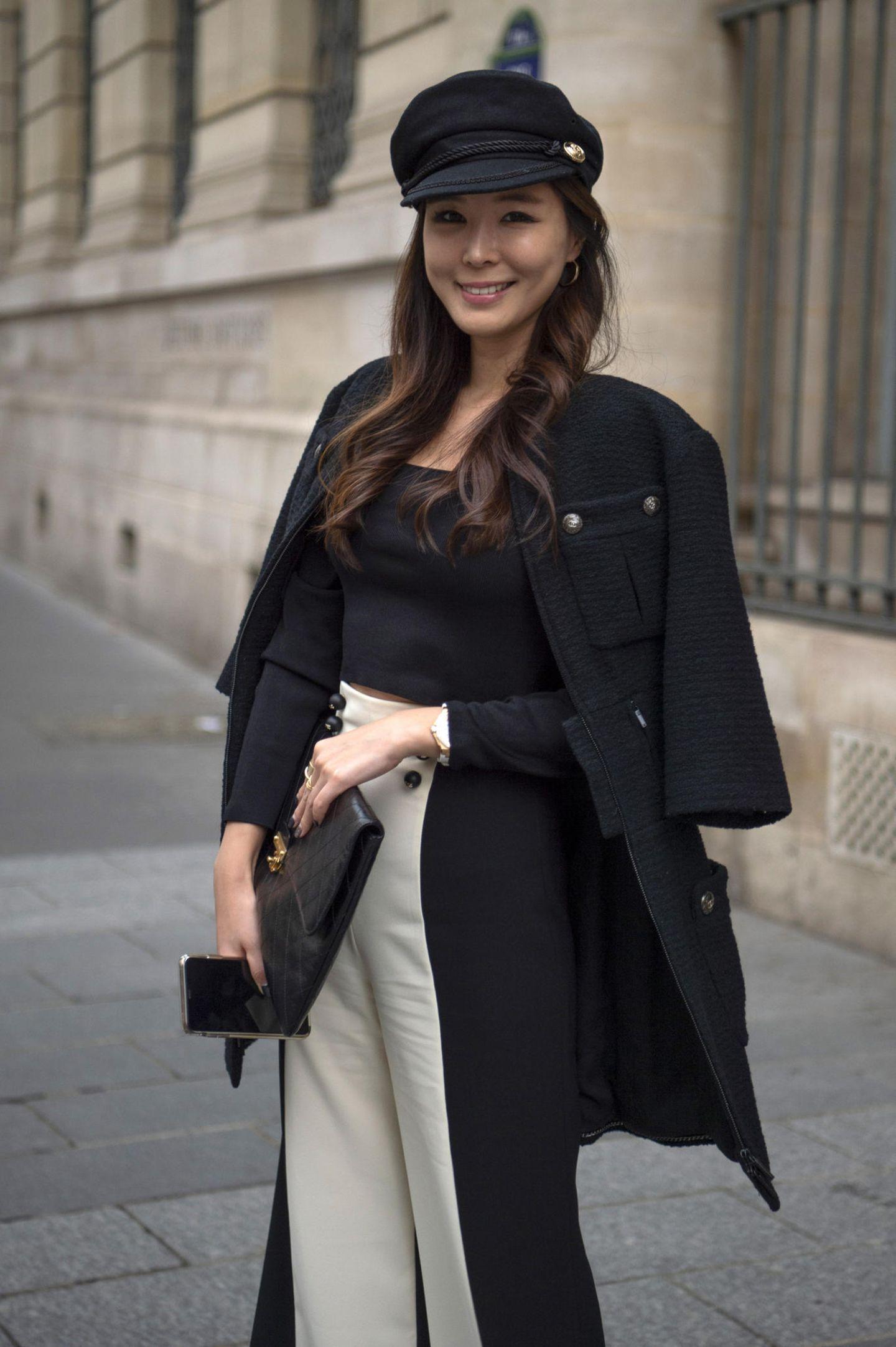Winter-Frisuren: Frau mit Mantel und Mütze