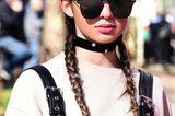 Winter-Frisuren: Frau mit Zöpfen und Mütze