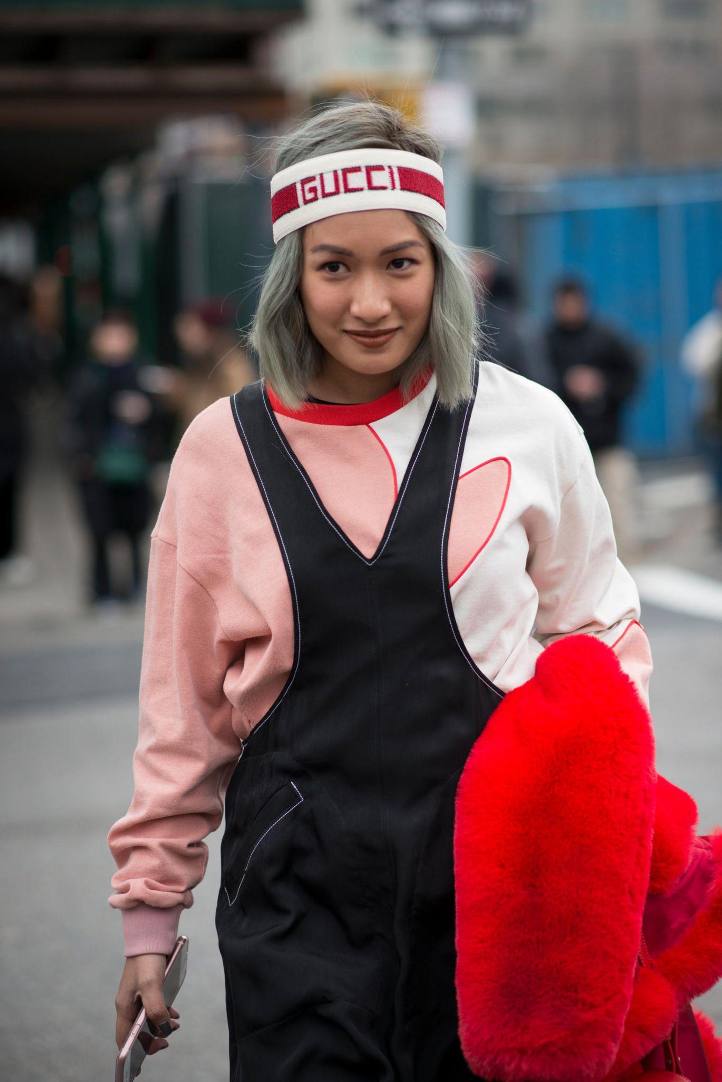 Winter-Frisuren: Frau mit Stirnband