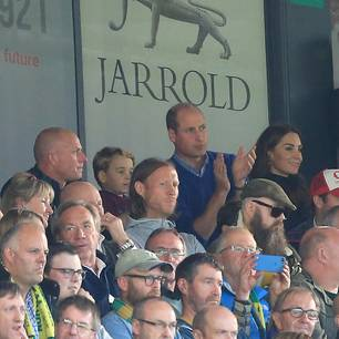 Herzogin Kate: Kate Middleton mit Prinz William im Stadion