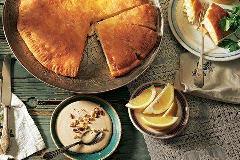 Georgische Rezepte auf einem Tisch