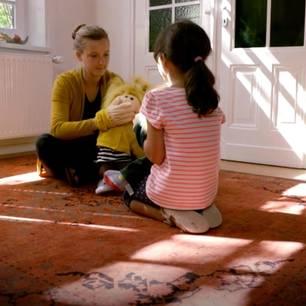 Ankerland: Therapeutin mit Kind