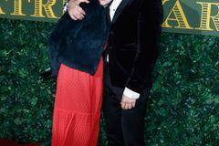 Geschwister der Stars: Orlando Bloom hält seine Schwester im Arm