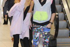 Geschwister der Stars: Ariana Grande verteilt Luftküsse mit ihrem Bruder