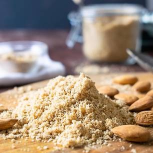 Veganer Parmesan: Parmesan aus Cashewkernen und Mandeln