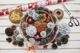 Bastelideen Weihnachten: Glas mit Pinienzapfen