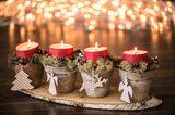 Bastelideen Weihnachten: Adventskerzen mit Deko