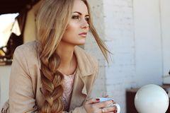 Zopffrisuren: Frau mit geflochtenen Haaren