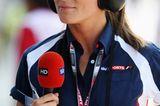 Prinz Harrys Ex-Freundinnen: Natalie Pinkham mit Kopfhörern und Mikrophon in der Hand