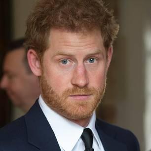 Prinz Harrys Ex-Freundinnen: Prinz Harry schaut in die Kamera